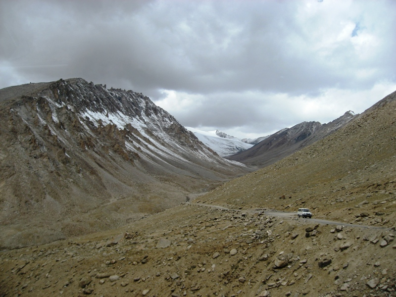 2008-09-17: On the way to the Nubra Valley
